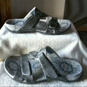 Vionic sandals   MAKE REASONABLE OFFER ☺